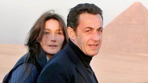 Carla Bruni et Nicolas Sarkozy, lors de leur séjour en Egypte. (Khaled Desouki / AFP)